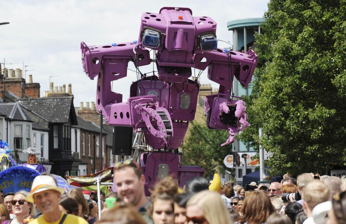 Colossus at Cowley_Carnival 2017 photograph Dave Fleming Ox Mail